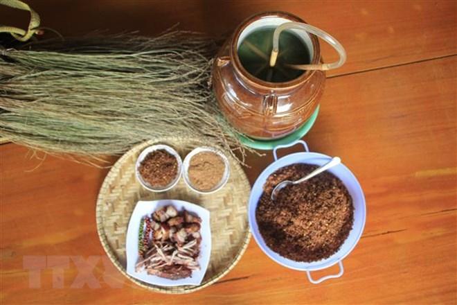 Rượu cần: Nét văn hóa đặc trưng của người Jrai trong ngày Tết - ảnh 1