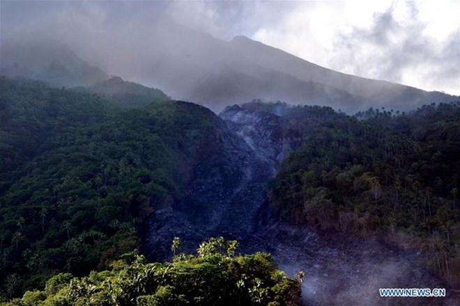 Indonesia sơ tán hơn 1.000 người dân sinh sống gần núi lửa Karangetang - ảnh 1