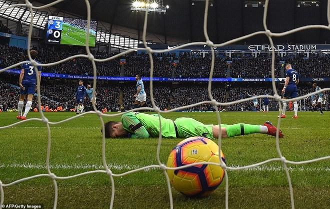 Chelsea bị đẩy xuống vị trí thứ 6.
