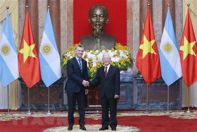 Chủ tịch nước Nguyễn Phú Trọng và Tổng thống Argentina Mauricio Macri tại lễ đón. Ảnh: Lâm Khánh/TTXVN