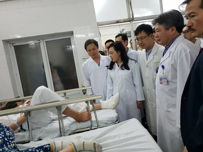 Kiểm tra công tác cấp cứu, chúc Tết bệnh nhân đêm Giao thừa - ảnh 1