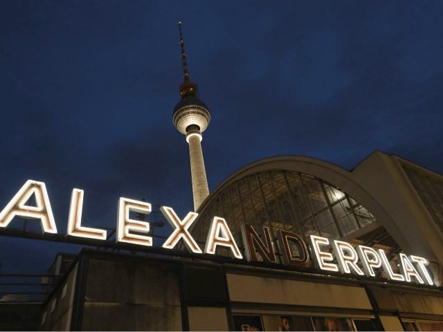 Cháy nhà ga tàu điện ngầm ở trung tâm thủ đô Berlin