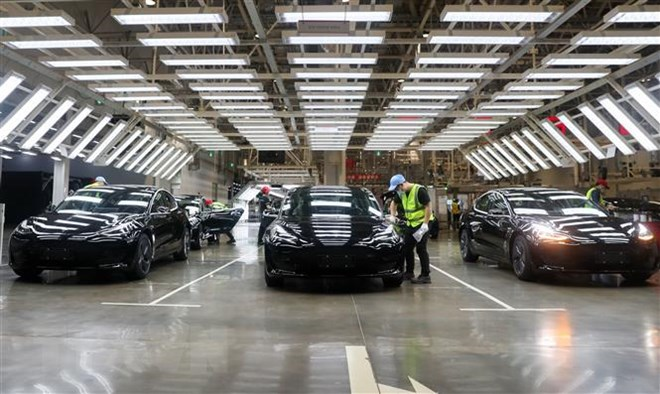 Hãng xe điện Tesla công bố năm đầu tiên đạt lợi nhuận | Ôtô-Xe máy |  Vietnam+ (VietnamPlus)
