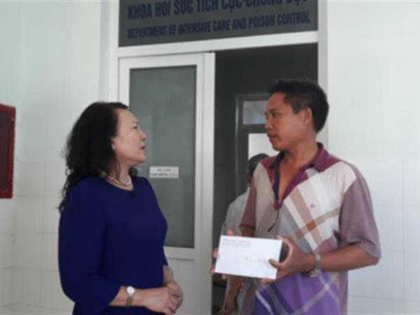 Thứ trưởng Bộ Giáo dục thăm hỏi gia đình học sinh bị đuối nước - ảnh 1