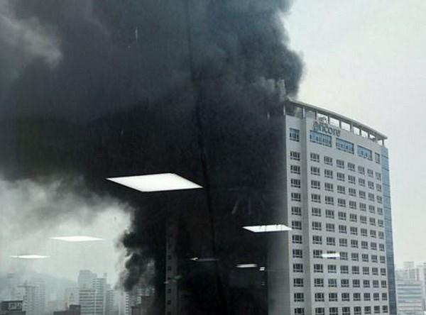 Vụ cháy khách sạn 21 tầng ở Hàn Quốc: Nhiều người thương vong - ảnh 1