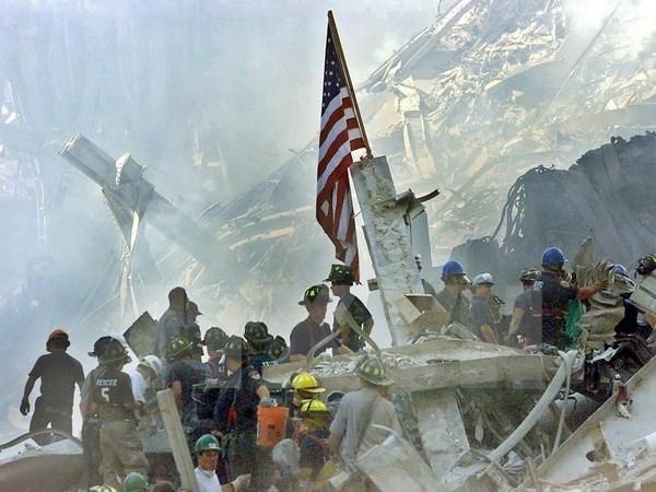 Su kien quoc te 5-11/9: 15 nam sau vu 11/9, nuoc My van mac ket? hinh anh 1