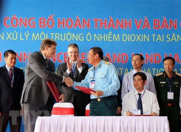 Su kien trong nuoc 5-11/11: Chu tich Cuba tham Viet Nam hinh anh 3