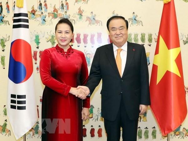 Su kien trong nuoc 3-9/12: Thu tuong Hun Sen tham Viet Nam hinh anh 2