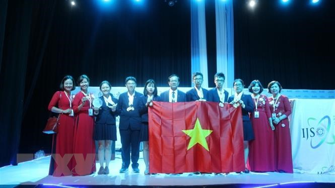 Su kien trong nuoc 10-16/12: Bong da Viet Nam dut 'con khat' 10 nam hinh anh 3