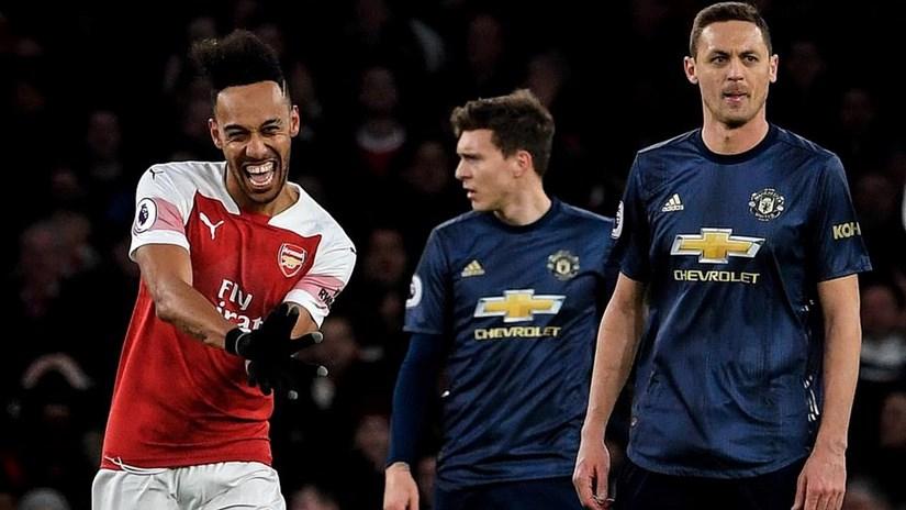 Premier League: Arsenal đá bay M.U khỏi tốp 4, Chelsea mất điểm