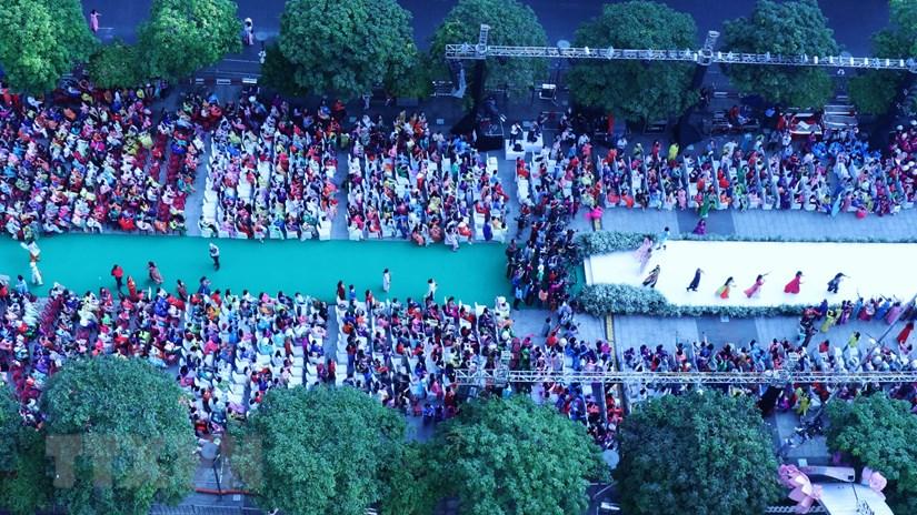Hơn 3.000 người tham gia đồng diễn áo dài Việt Nam tại TP HCM
