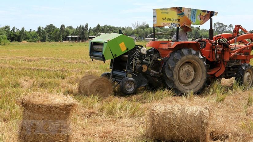 Giải pháp hữu hiệu giúp nông dân xử lý rơm rạ sau thu hoạch