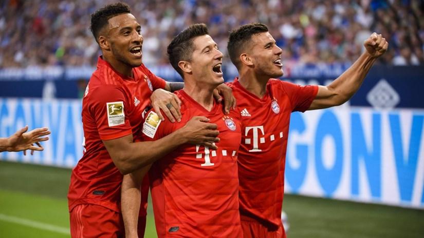 Lewandowski lập hat-trick, Bayern Munich thắng vùi dập Schalke 04