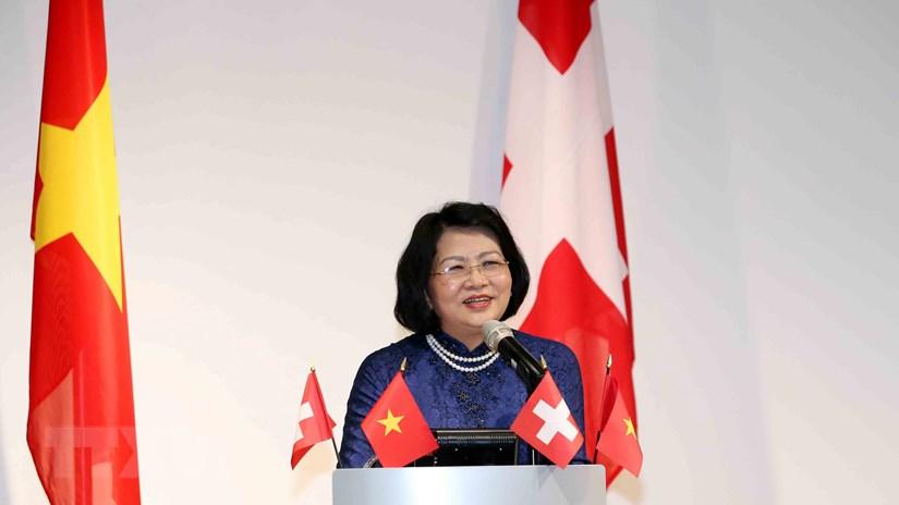 Phó Chủ tịch nước gặp gỡ sinh viên, trí thức người Việt tại Thụy Sĩ