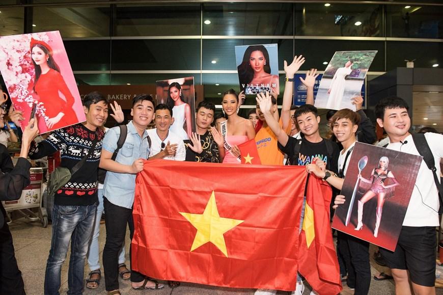 Photo] Miss Universe: Hoàng Thùy lên đường quảng bá văn hóa Việt | Văn hóa  | Vietnam+ (VietnamPlus)