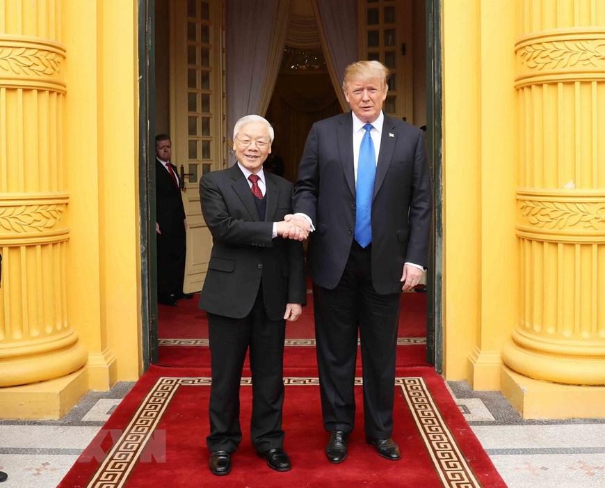 Tổng Bí thư, Chủ tịch nước Nguyễn Phú Trọng đón Tổng thống Hoa Kỳ Donald Trump. Ảnh: Trí Dũng/TTXVN