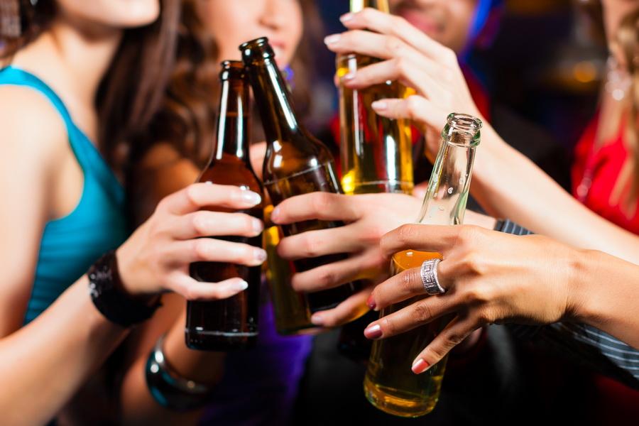Bộ Y tế khuyến cáo người dân không lạm dụng rượu, bia trong dịp Tết | Y tế | Vietnam+ (VietnamPlus)