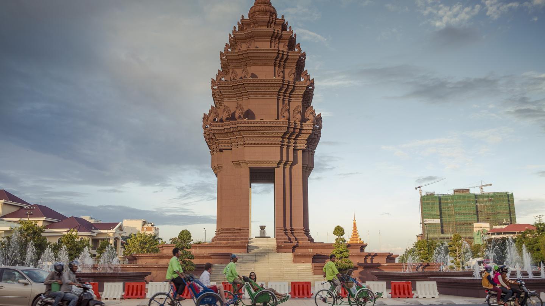 Kết quả hình ảnh cho Tượng đài độc lập - niềm tự hào của đất nước Campuchia