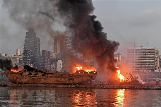 Hiện trường vụ nổ kinh hoàng ở Beirut. (Ảnh: AFP/TTXVN)