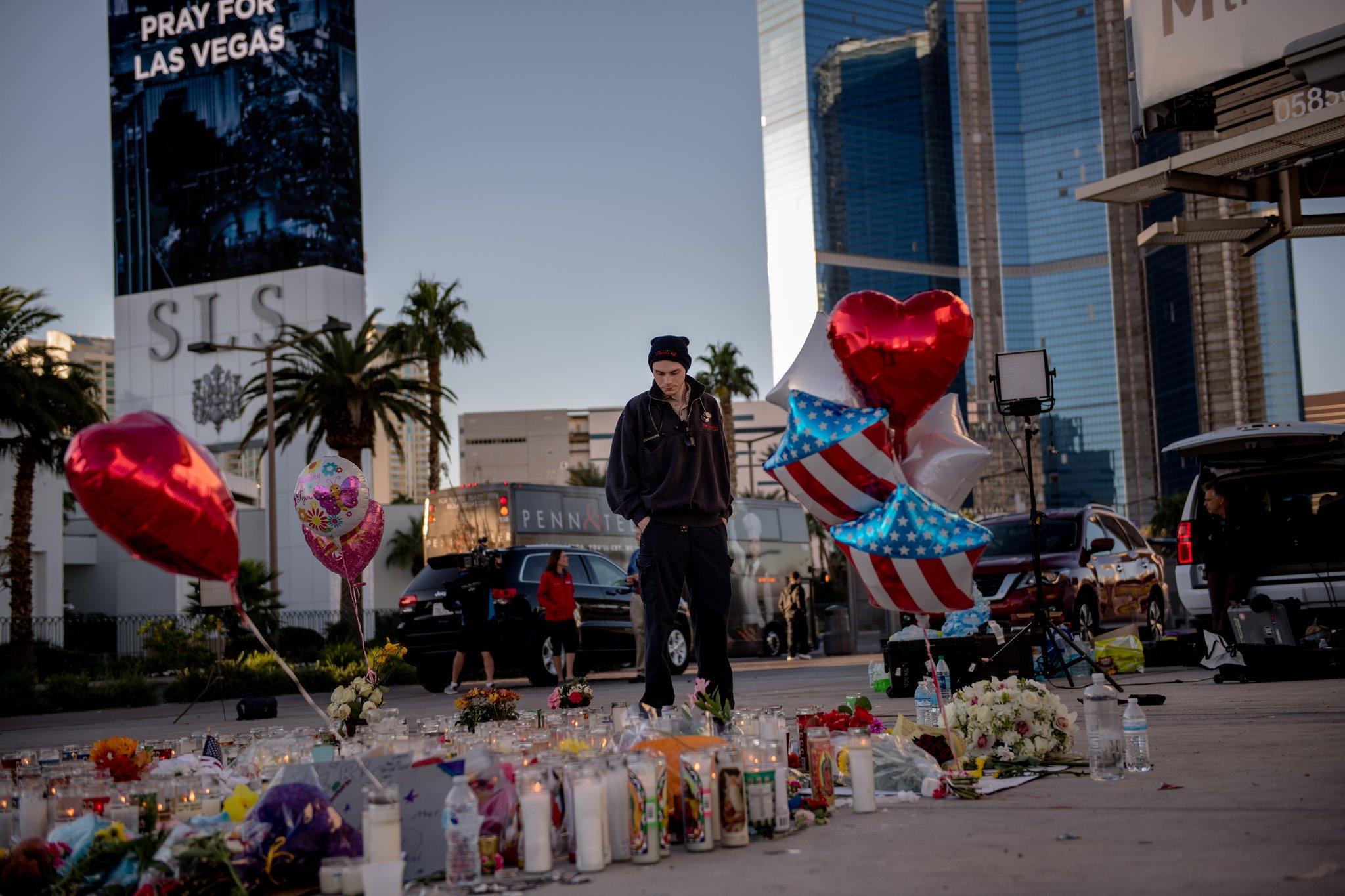 FBI: Khong co bang chung ve khung bo trong vu xa sung o Las Vegas