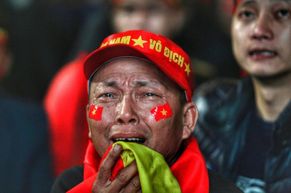 U23 tuột cúp vô địch, người hâm mộ bật khóc trong tiếc nuối