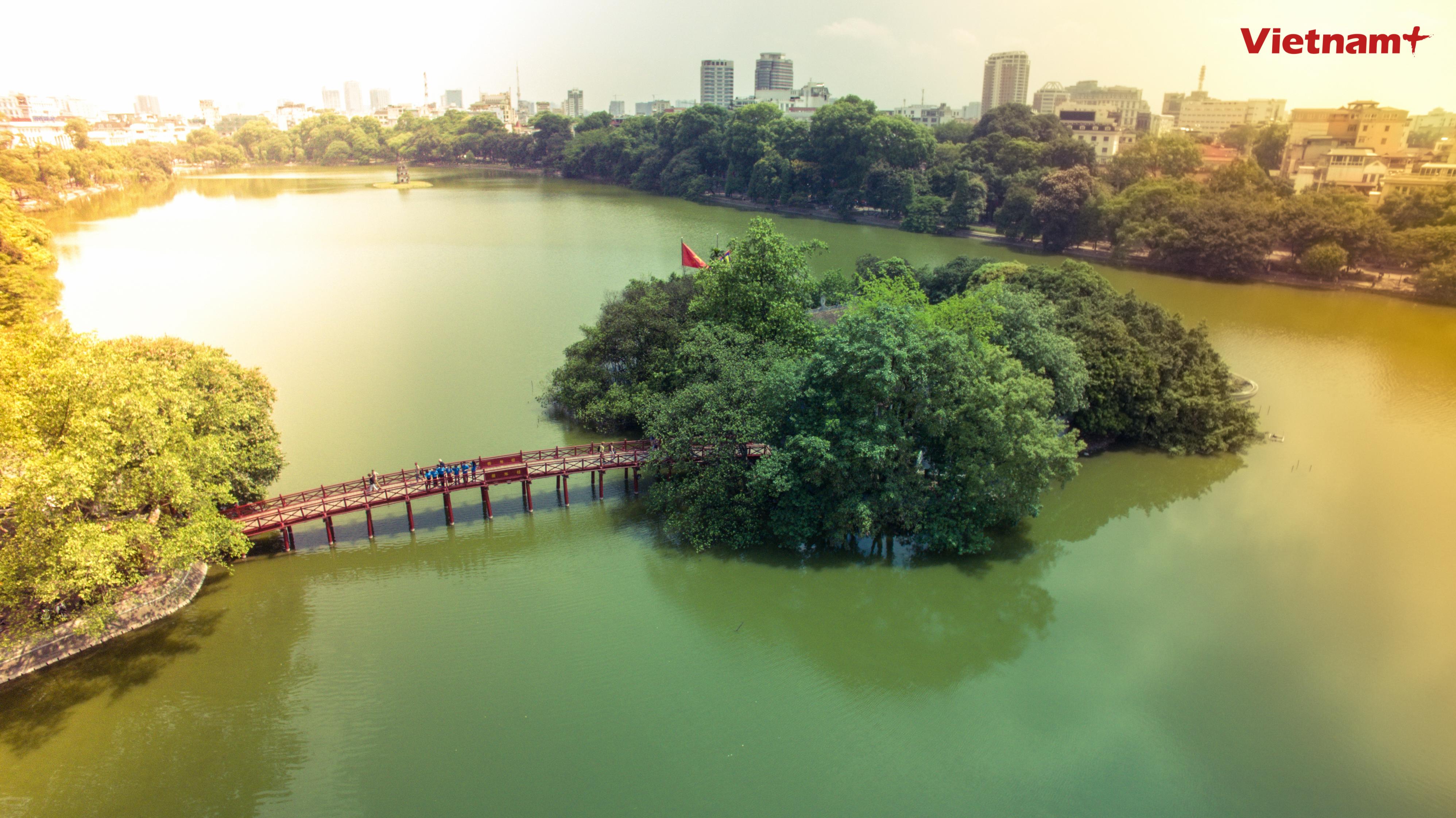 [Drone Photo] Ho Guom lung linh huyen ao trong anh nang chieu hinh anh